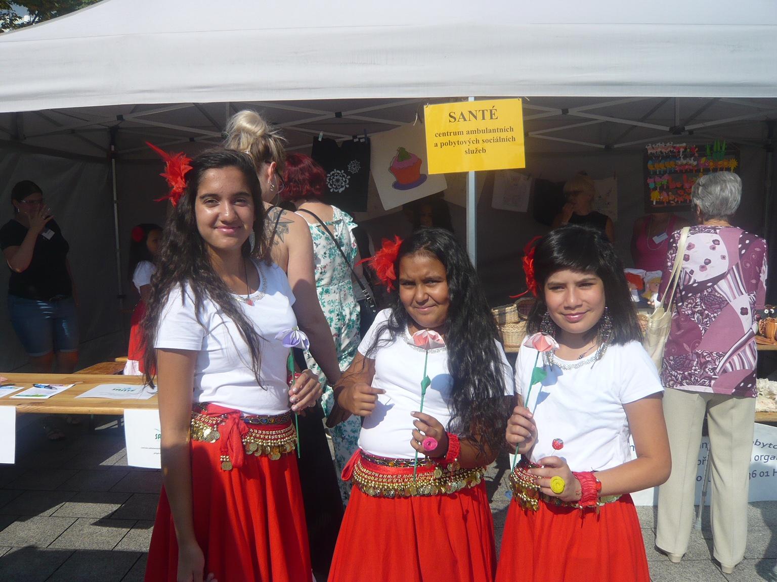 Romské tánce na Dni sociálních služeb